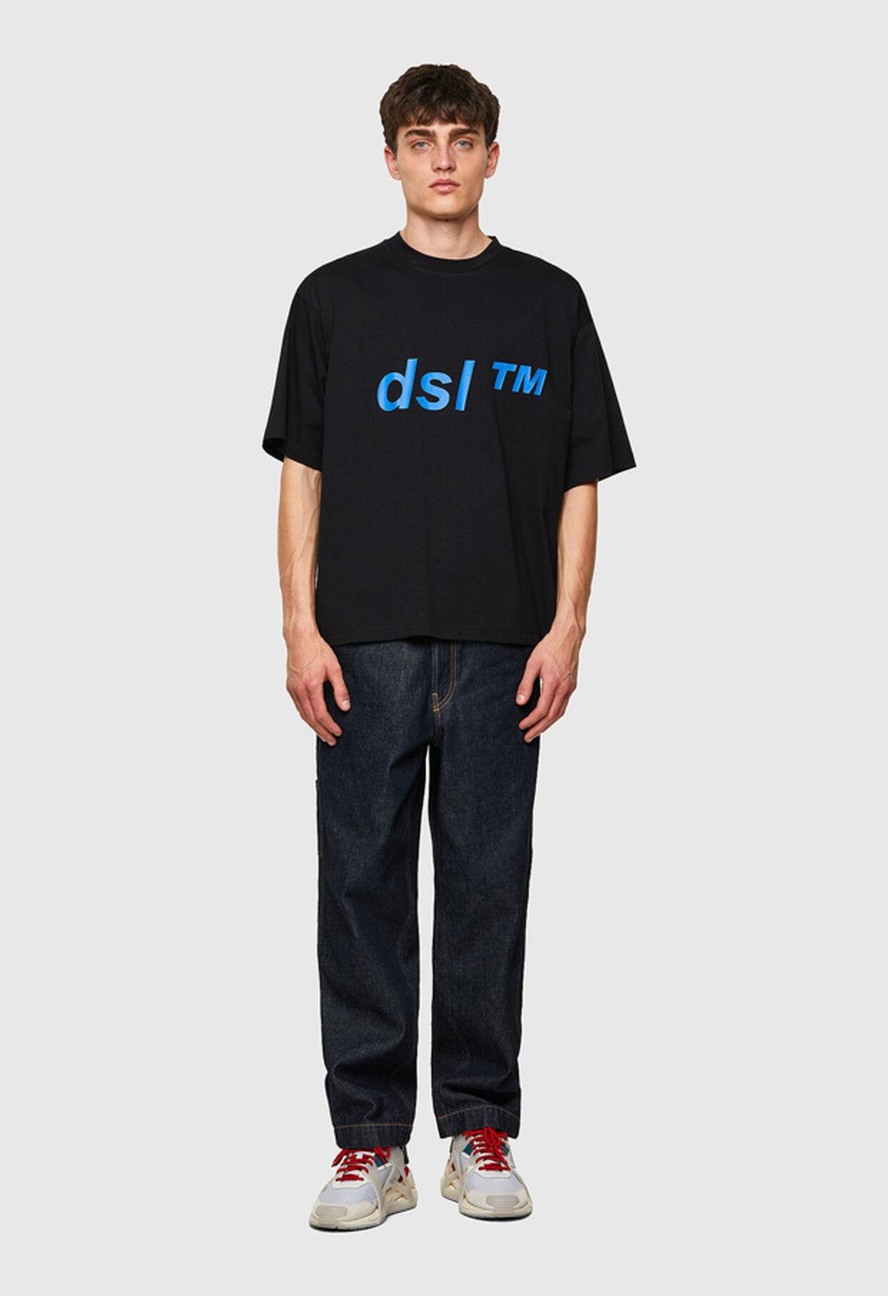 https://dk.diesel.com/dw/image/v2/BBLG_PRD/on/demandware.static/-/Library-Sites-DieselMFSharedLibrary/default/dwc2b2d1f7/CATEGORYOV/2x2_t-balm_A02798_0HAYU_9XX_C.jpg?sw=1244&sh=1814